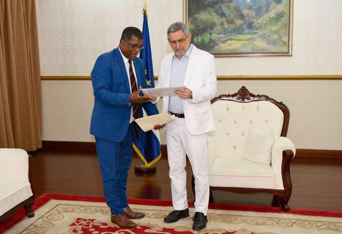 28/ MAIO/ 18 – Chefe de Estado recebeu, em audiência, os Deputados cabo-verdianos do…