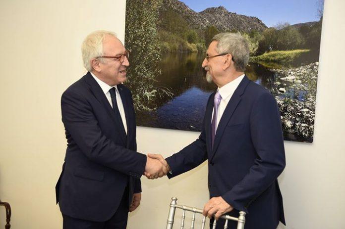Encontro de S. E. o Presidente da República com o professor Flogaitis, Presidente da…
