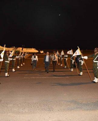 Presidente da República chega à Ilha do Sal para a Cimeira da CPLP O…