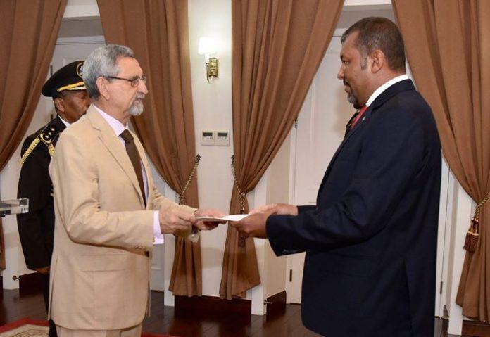 Presidente da República recebe cartas credenciais pelo Embaixador Extraordinário e Plenipotenciário da República de…