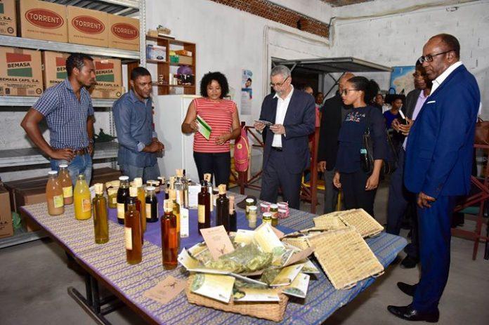 Presidente da República visita a Cooperativa Pares, 03 de Outubro, Porto Novo. Trata-se de…