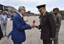 Presidente da Republica condecora com a Primeira Classe da Medalha de Serviços Relevantes o…