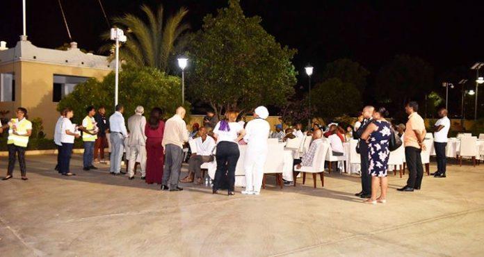 Presidente da República janta com os sem abrigos no Palácio Presidencial, 23 de Dezembro…