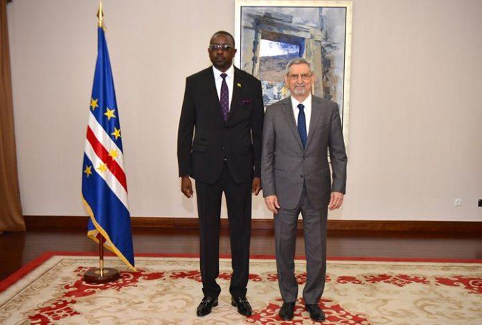 Presidente da República recebeu cartas credenciais do novo Embaixador da Zâmbia, Senhor Lawrence Chalungumana…