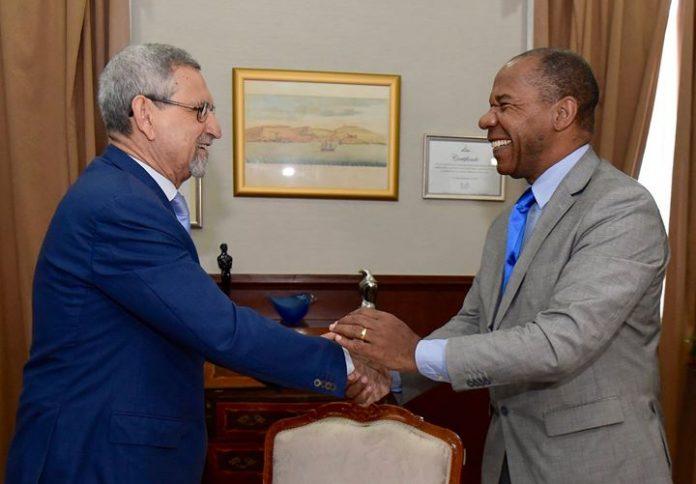 Presidente da Republica recebe visita de cortesia do magnifico Reitor da Faculdade Zumbi dos…