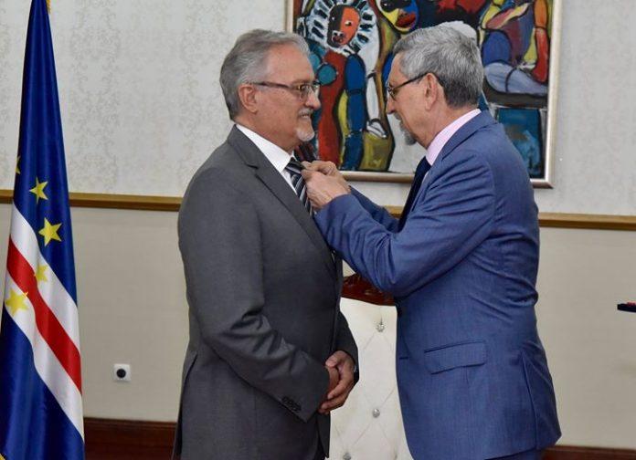 Presidente da República condecora com a Primeira Classe da Medalha de Mérito o Senhor…