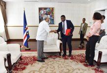 Presidente da República recebe uma delegação da Associa&cc…