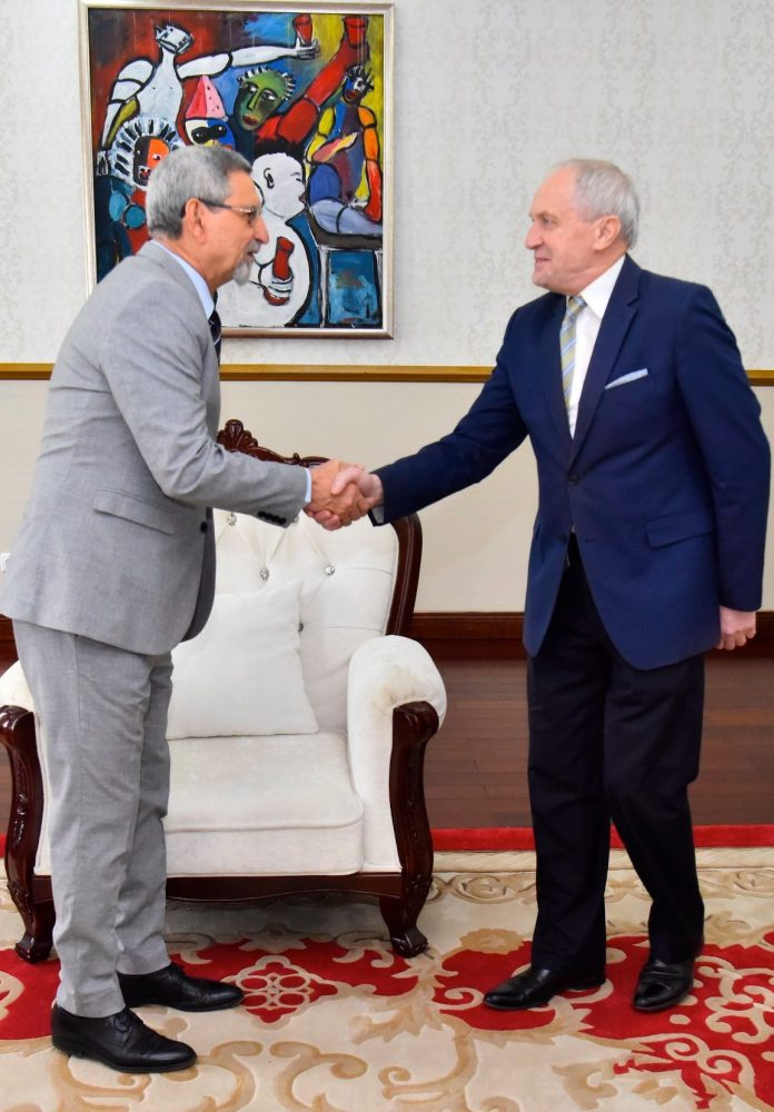 Presidente da República recebe, em audiência, o Embaixador da Rep&…