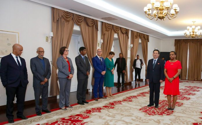 Apresentação das cartas credencias pelo Embaixador da Repú…