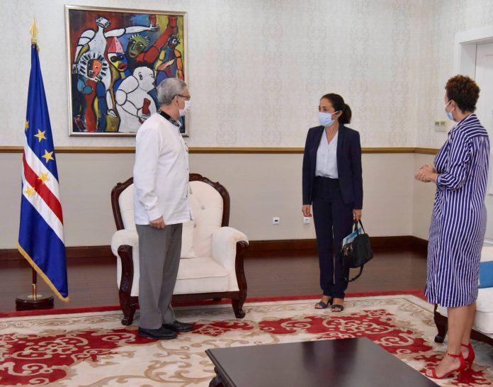 Presidente da República recebe, em audiência, a Embaixadora da União Europeia em Cabo Verde,…