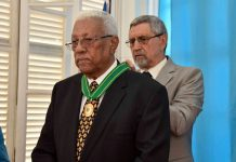 Cerimónia de condecoração de Joaquim Almeida, «MORGADINHO», com o 1.º Grau da Ordem do…