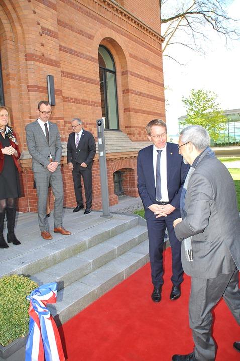 O Presidente da República e sua comitiva deslocaram-se à cidade marítima de Kiel, no…