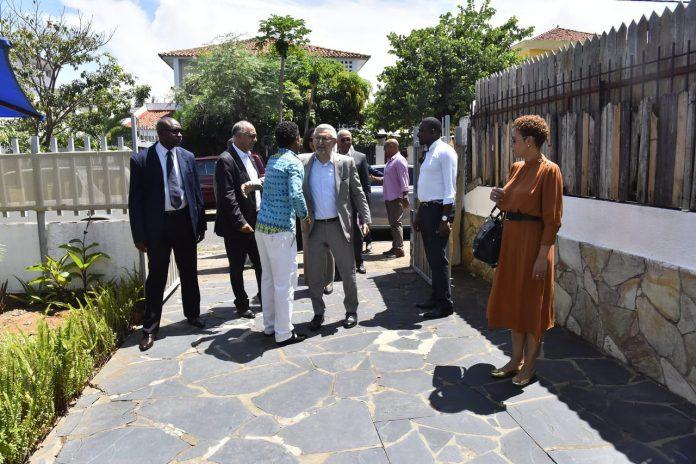 À margem da cerimónia de posse do chefe de Estado moçambic…
