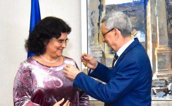 Cerimónia de condecoração da Senhora Helena Alexandra Andr…