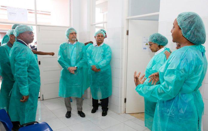 Presidente da República efectua visita ao Laboratório de Virologi…