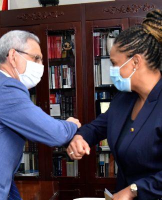 Presidente da República recebeu, em audiência, a Senhora Suzi Carla Barbosa, Ministra dos Negócios…